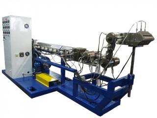 Установка нанесения подклеивающего, полимерного, гидроизоляционного покрытия методом плоскощелевой экструзии на трубы.